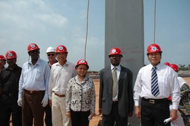驻桑给巴尔总领事陈绮曼出席我援桑国际机场航站楼项目钢结构开吊仪式