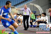 图文:[中超]江苏2-0山东 德拉甘指挥比赛