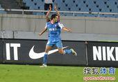 图文:[中超]江苏2-0山东 耶夫蒂奇庆祝