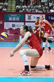 图文:中国女排3-0横扫波兰 惠若琪接一传