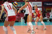 图文:中国女排3-0横扫波兰 波兰队接一传