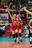 图文:中国女排3-0横扫波兰 马蕴雯挥拳庆祝