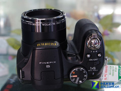 图为:富士数码相机S2900HD