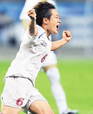 8月21日,中国队球员樊婷婷庆祝进球。当日,在第26届世界大学生夏季运动会女足决赛中,中国队以2比1战胜日本队,获得冠军。新华社发