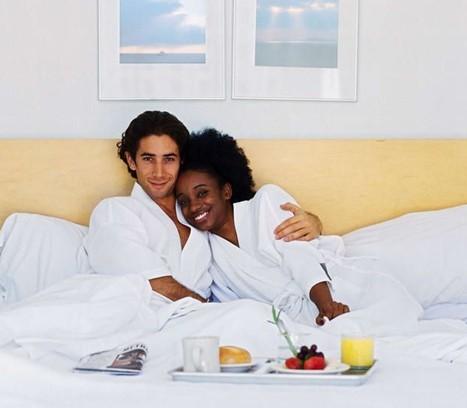 """夫妻""""最恩爱""""的睡姿是什么样的?(组图)"""