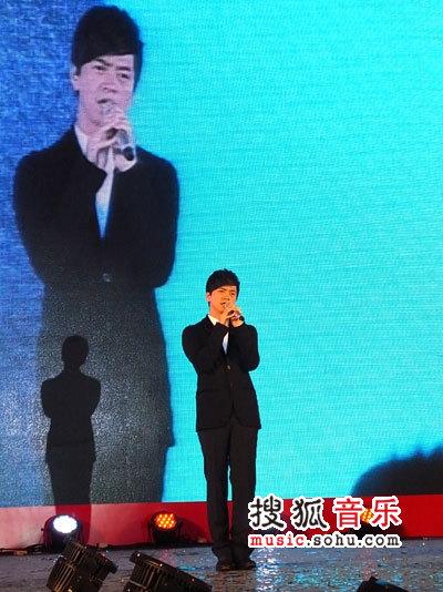李健演唱《为你而来》