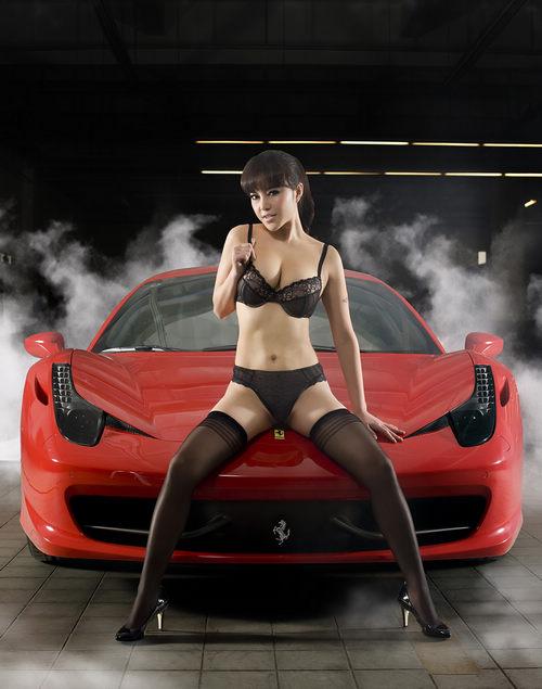 狂野美女露乳t字裤 邂逅法拉利458italia 搜狐汽车