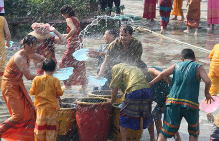 傣族泼水节