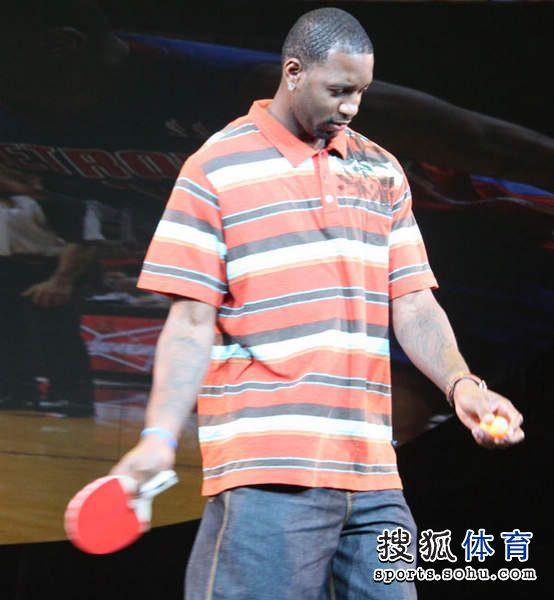 技艺:麦蒂展示乒乓球迷竟然抽球大力击倒组图德加赛马图片