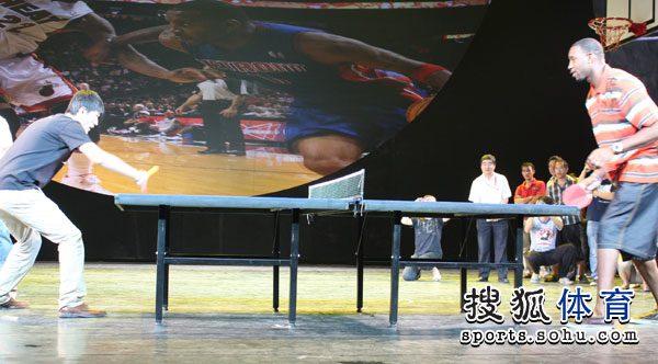 儿童:北京击倒乒乓组图大力抽球竟然展示球迷麦蒂技艺乒乓球图片