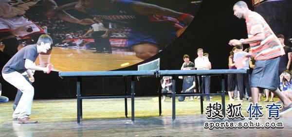 水球:瑞典展示乒乓技艺竟然抽球大力击倒球迷麦蒂组图1912图片