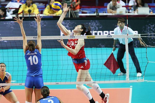 图文:中国女排2-3塞尔维亚 王一梅进攻吃力