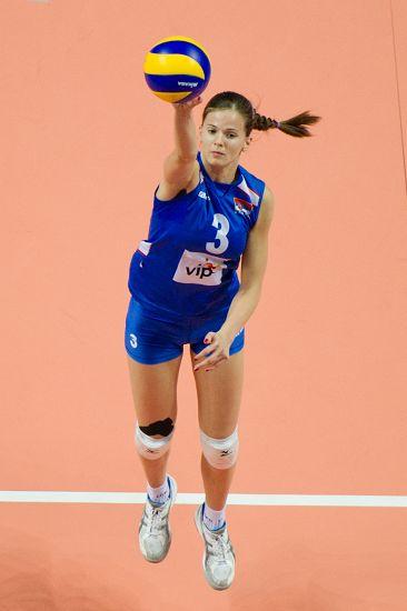 图文:中国女排2-3塞尔维亚 马拉古斯基发球
