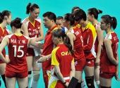 图文:中国女排2-3塞尔维亚 俞觉敏指点队员