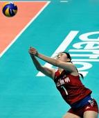 图文:中国女排2-3塞尔维亚 大梅飞奔场外救球