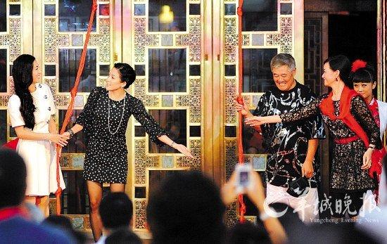 刘老根会馆开业时,赵本山请来了张柏芝、宋祖英等明星嘉宾