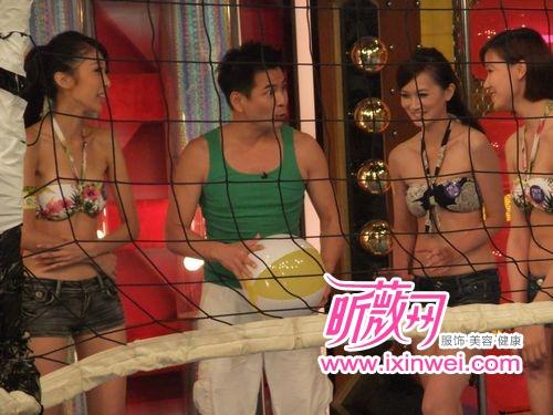马国贤肥腰凸肚与美女打排球