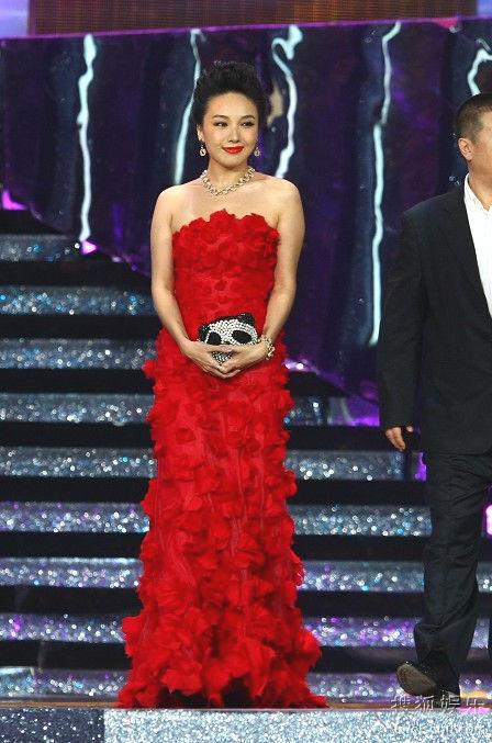 杜薇一袭红裙尽显魅力