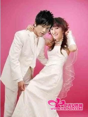 网友P出张杰谢娜婚纱照-张杰谢娜舞动奇迹接吻照