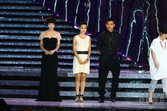 王珞丹黑色长裙显高贵