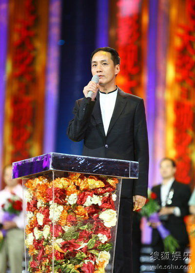 冯远征代表《钢铁年代》剧组发表获奖感言