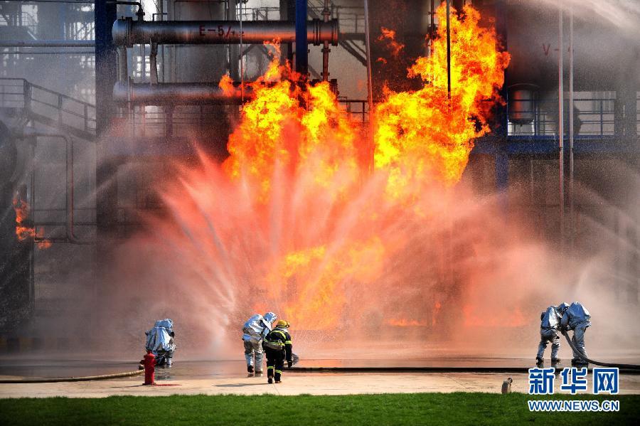 兰州进行中石油炼化企业应急演练(组图)