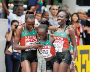 肯尼亚选手包揽女子马拉松奖牌。新华社 发
