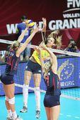 图文:美国女排3-0巴西夺冠 拉尔森拦网得手