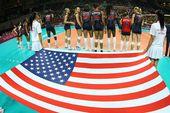 图文:美国女排3-0巴西夺冠 美国队准备出场
