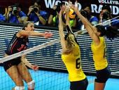 图文:美国女排3-0巴西夺冠 拉尔森进攻被拦