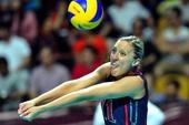图文:美国女排3-0巴西夺冠 拉尔森垫球