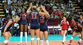 图文:美国女排3-0巴西夺冠 美国队很兴奋