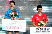 图文:中国乒乓球公开赛颁奖瞬间 男单冠亚军