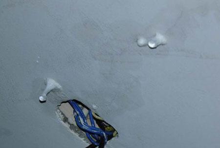 屋顶裂缝漏水怎么办_海南琼海万泉豪庭屋顶开裂渗水 存质量问题(组图)