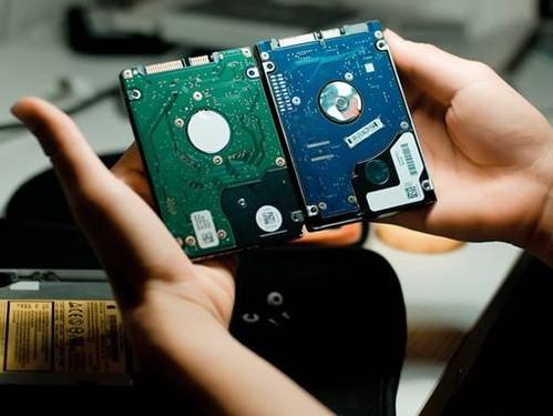 机械硬盘_传统的机械硬盘