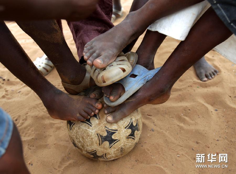 【关注贫困】足球:不分贫富贵贱的爱[图]