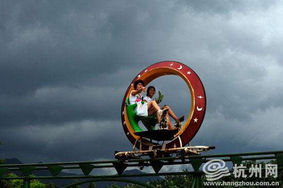 杭州野生动物园上空翻滚的乌云