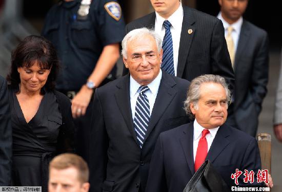 卡恩到访IMF总部 向员工致歉话别