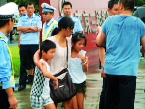 女孩 解救/被解救9岁女孩右没有受伤。