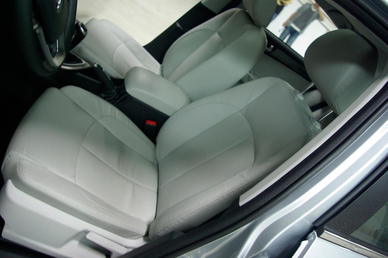 前侧安全气囊皮质座椅图片