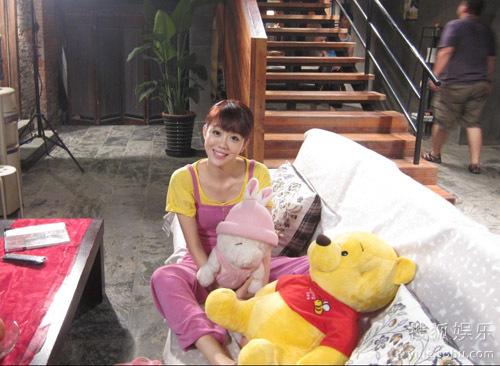 《新儿女情长》中姜妍可爱造型