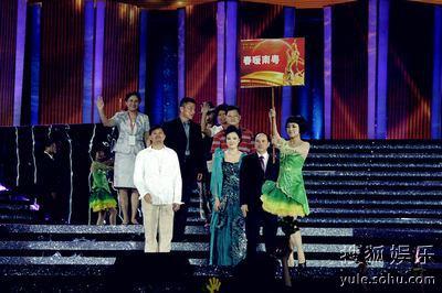 郭东文参加颁奖典礼