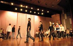 北电表演系入学考试,考生叫号上台。