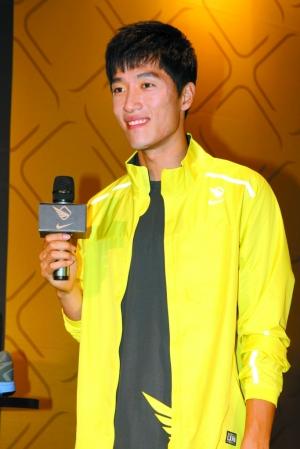 在翔迷面前,刘翔轻松自如,早丢了世锦赛失利的包袱。