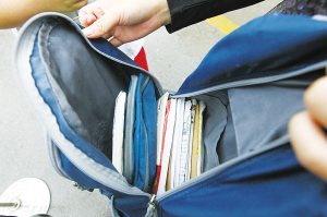 梦见考试忘带书包