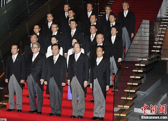 9月2日,日本东京,日本新内阁举行首次内阁会议并集体亮相。