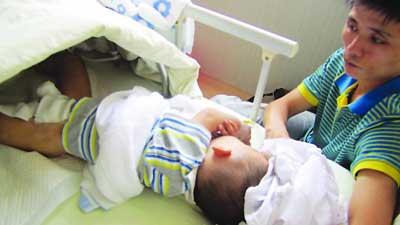 伤重小宝手术已完成。