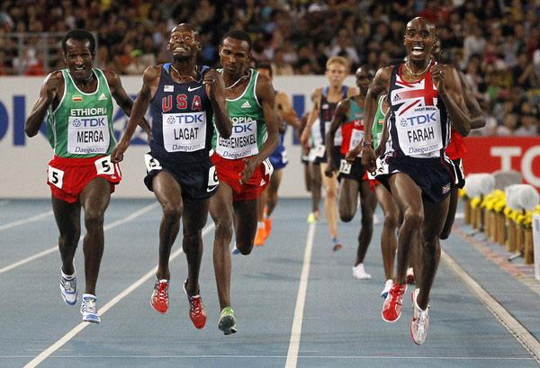 图文:世锦赛男子5000米决赛 向终点冲刺