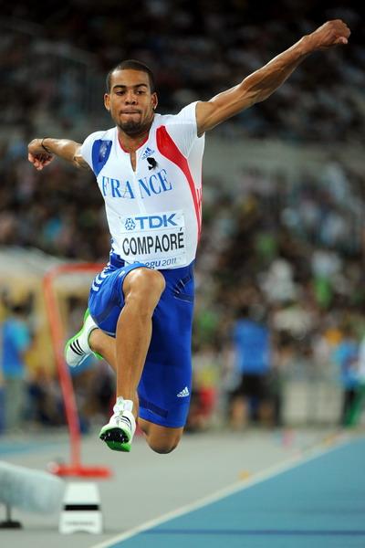 男子三级跳_图文:男子三级跳远决赛 选手空中的姿态