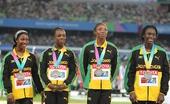 图文:女子4X100米接力颁奖仪式 亚军牙买加队